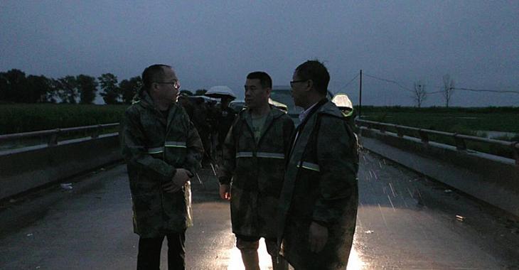 胡景春深入到永安乡重点部位指导防汛