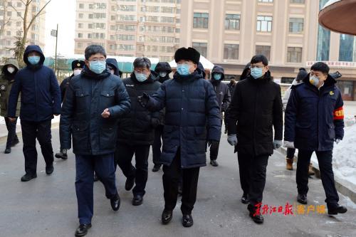 张庆伟:严格落实责任严格依法防控坚决遏制疫情蔓延